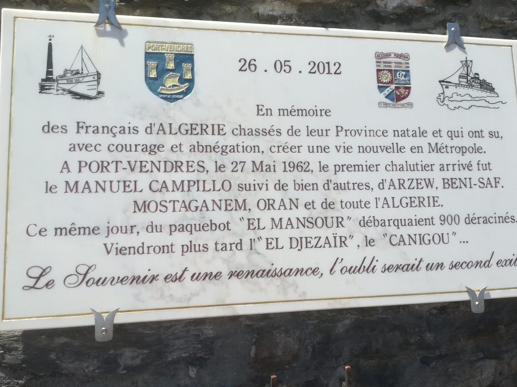 Plaque, Port Vendres, remembering the French Algerian refugees